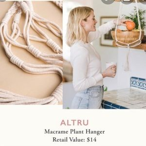 ALTRU Causebox macrame White planet holder